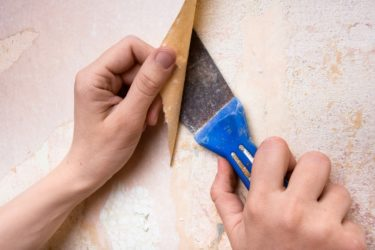 Как очистить старые обои от бетонной стены?