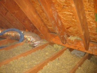 Можно ли утеплить потолок в бане опилками?