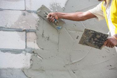 Как быстро оштукатурить стены?