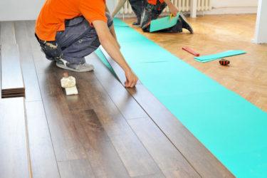 Как настелить ламинат на деревянный пол?